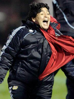 Diego Armando Maradona comemora o gol que deu a classificação à Argentina